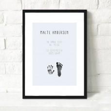 Fødselsplakat med fod/håndaftryk og barnets oplysninger, blå
